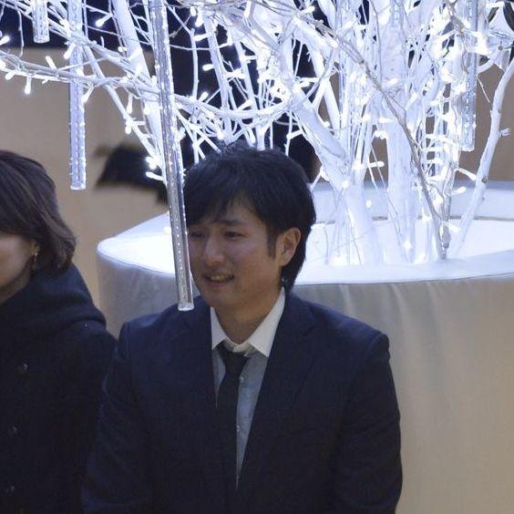 冬でスーツの菊永喬
