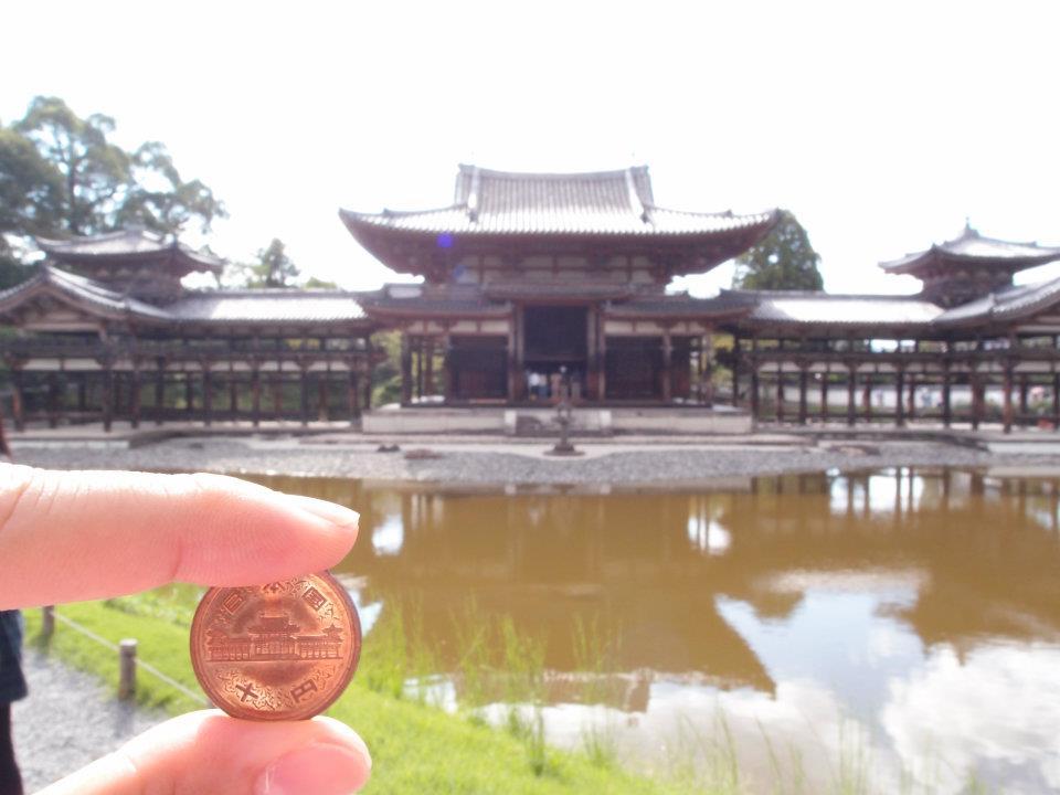 2011年の平等院鳳凰堂と10円玉