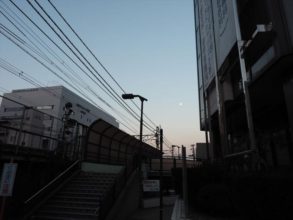 明けの明星が見える京都駅
