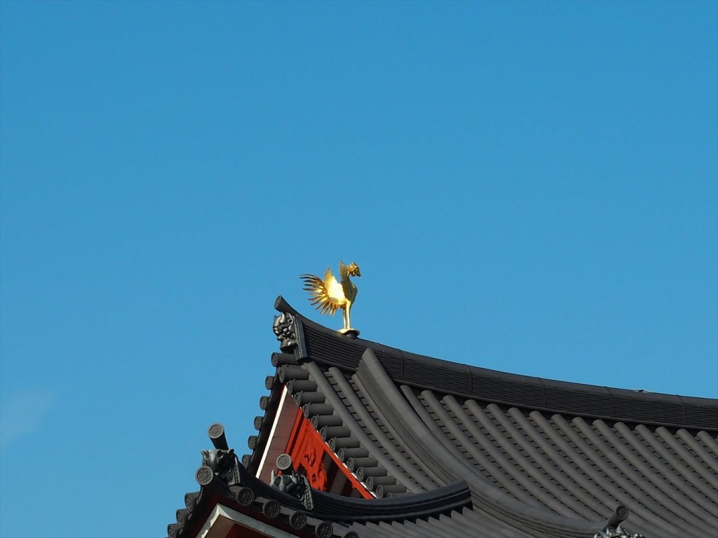 平等院の屋根の鳳凰アップ
