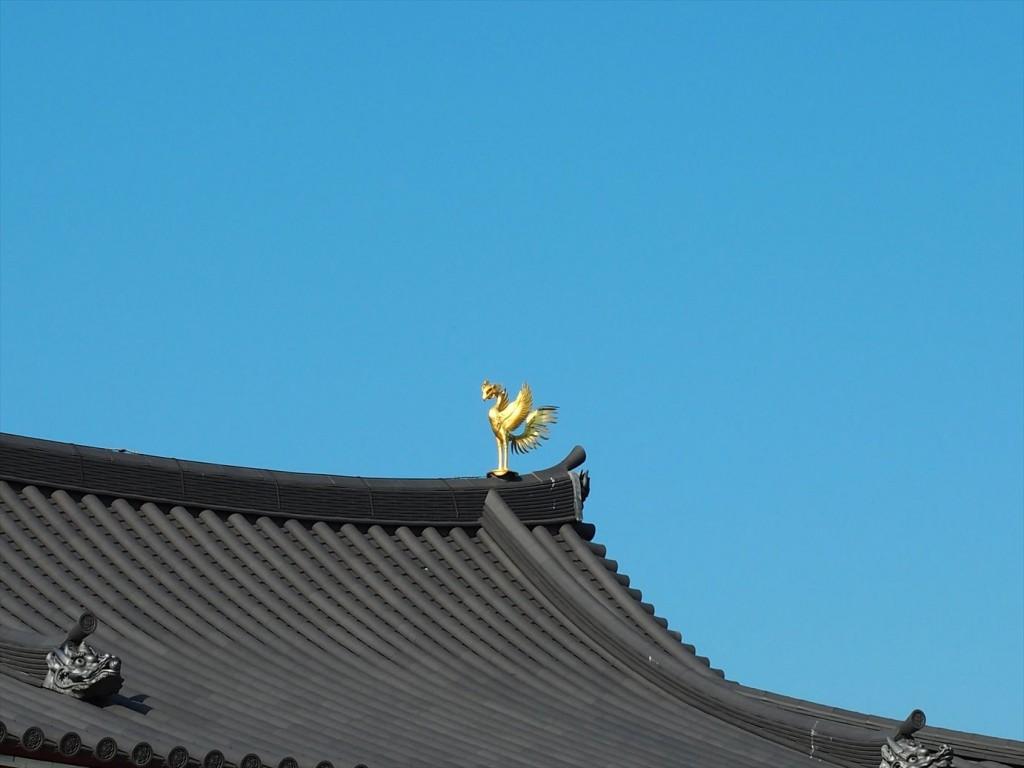 金色に輝く屋根の鳳凰