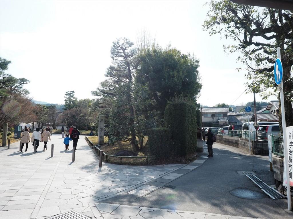 平等院の入り口から右側の細い道へ