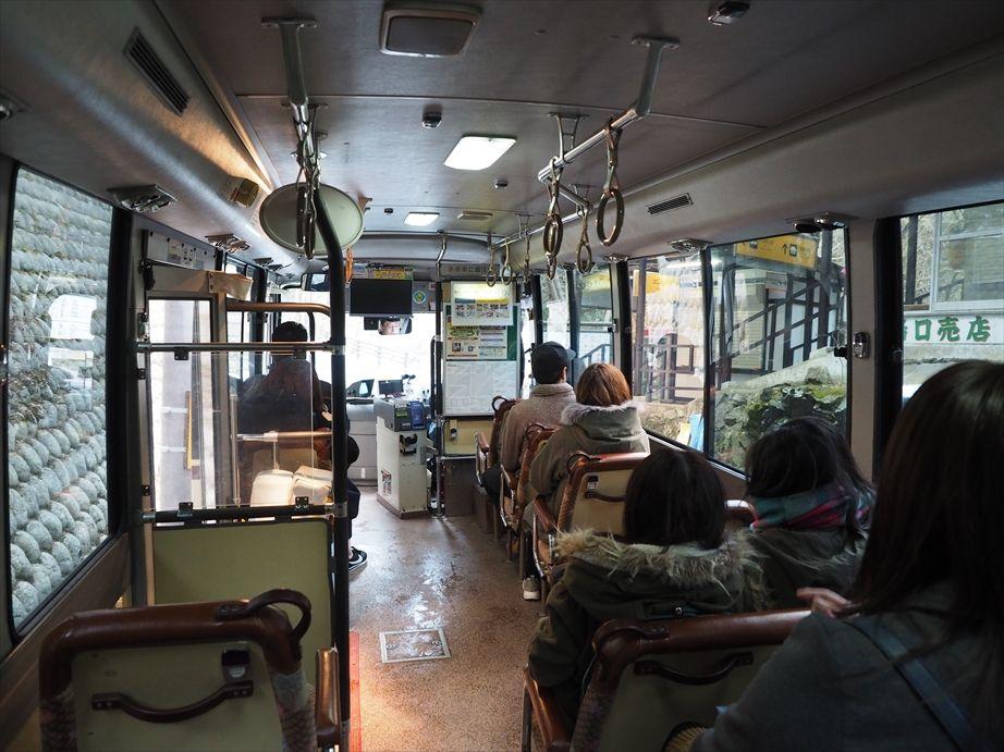 貴船口駅のバス内部