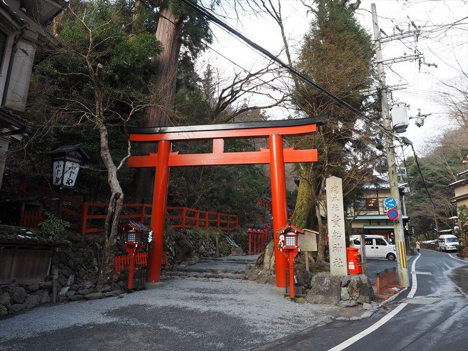 貴船神社の入り口へ