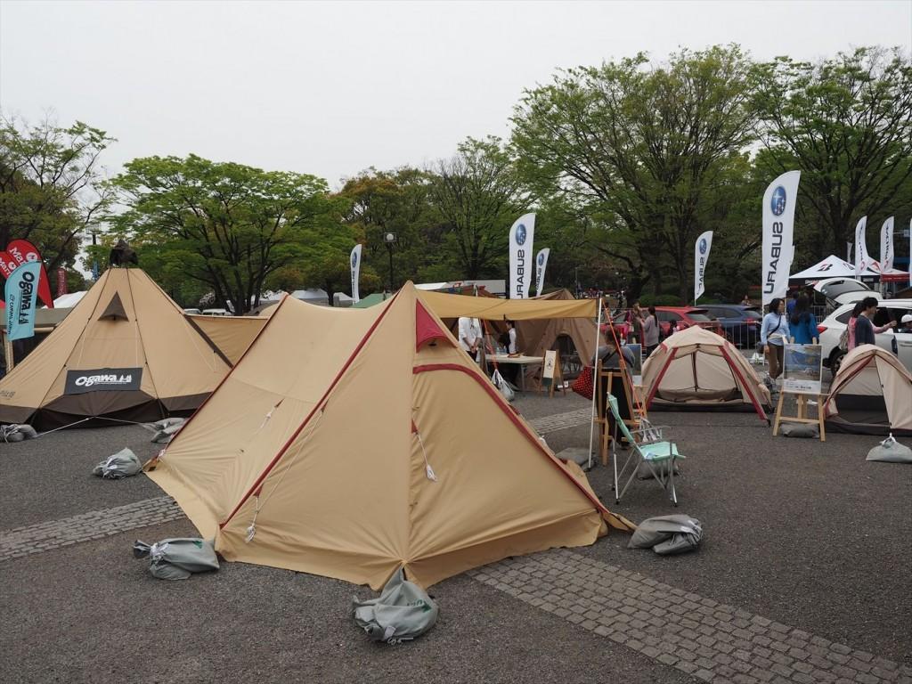 色々な形のたくさんのテント