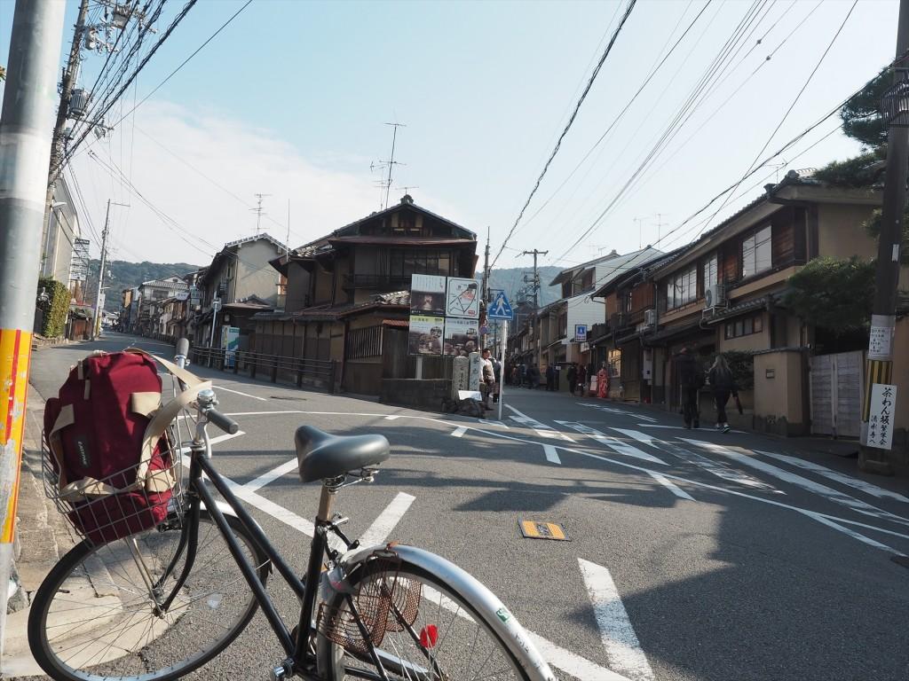 清水寺に自転車で向かう