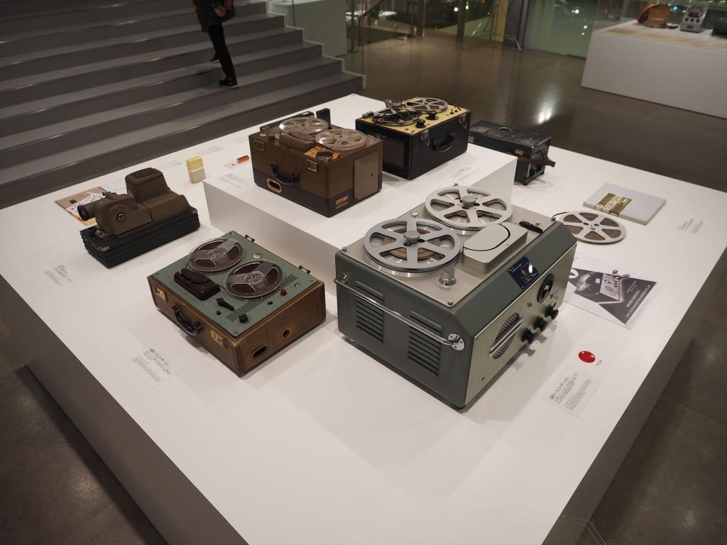 当時のテープレコーダーはこんなサイズ