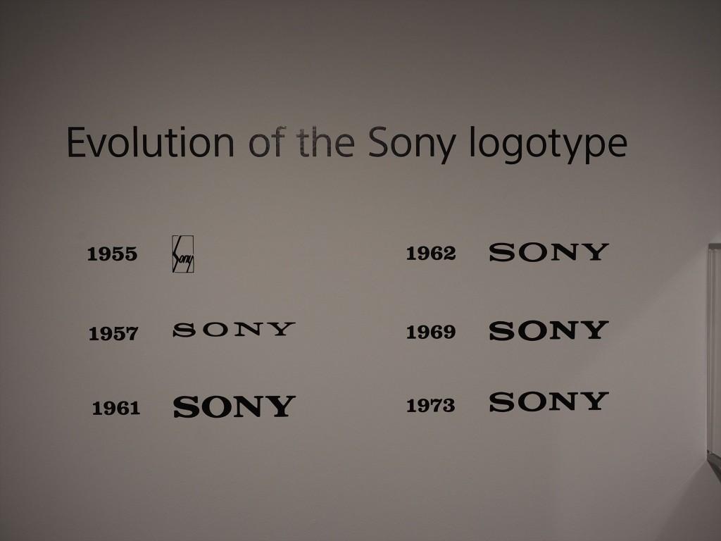 SONYのロゴも変遷があります