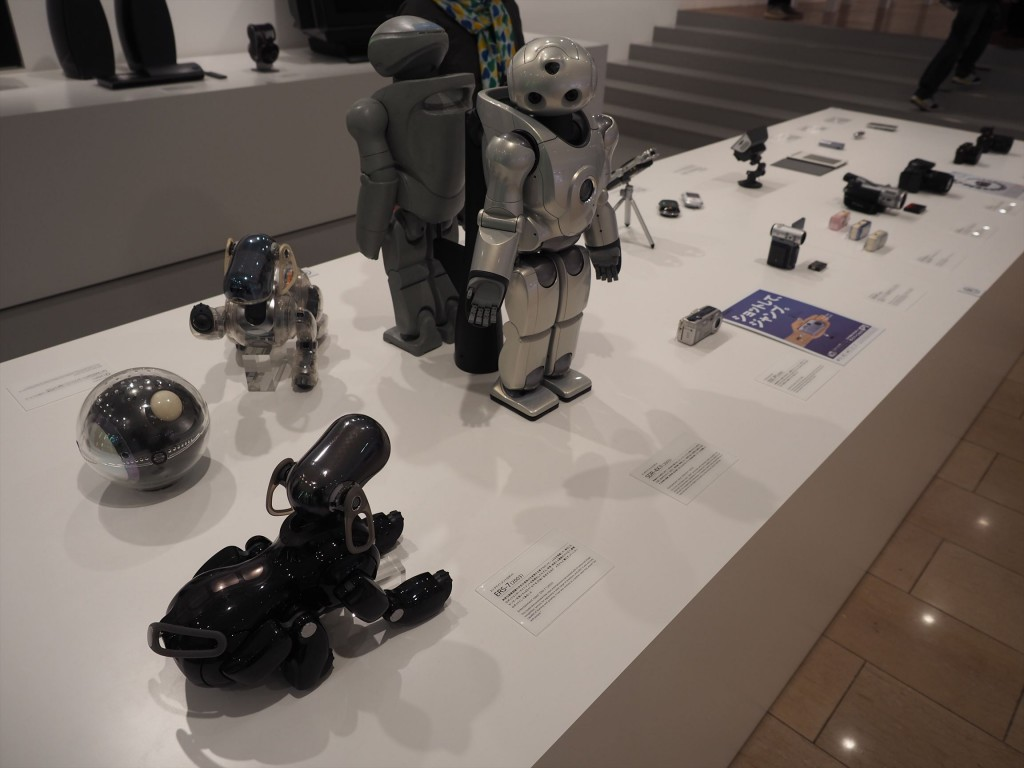 SONYのロボットはAIBOやQRIO