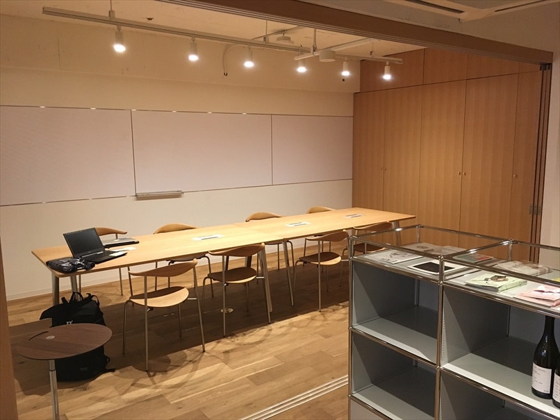 コワーキングスペースのフュージョンの会議室