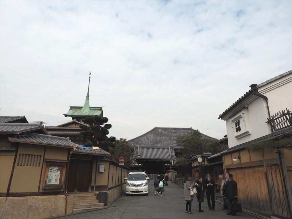 高台寺の横を抜けて