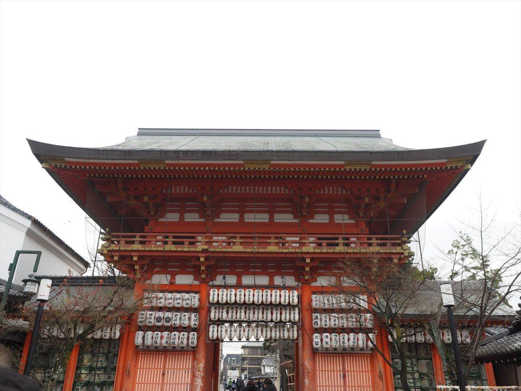 八坂神社の中の門
