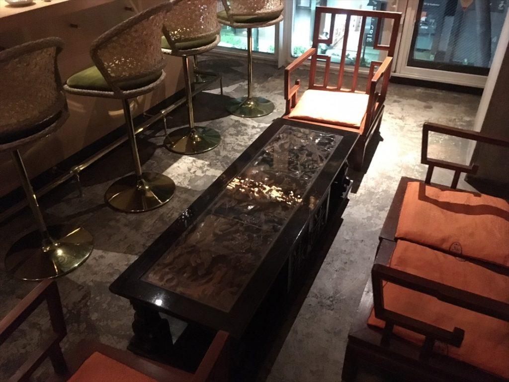 店内ローテーブル