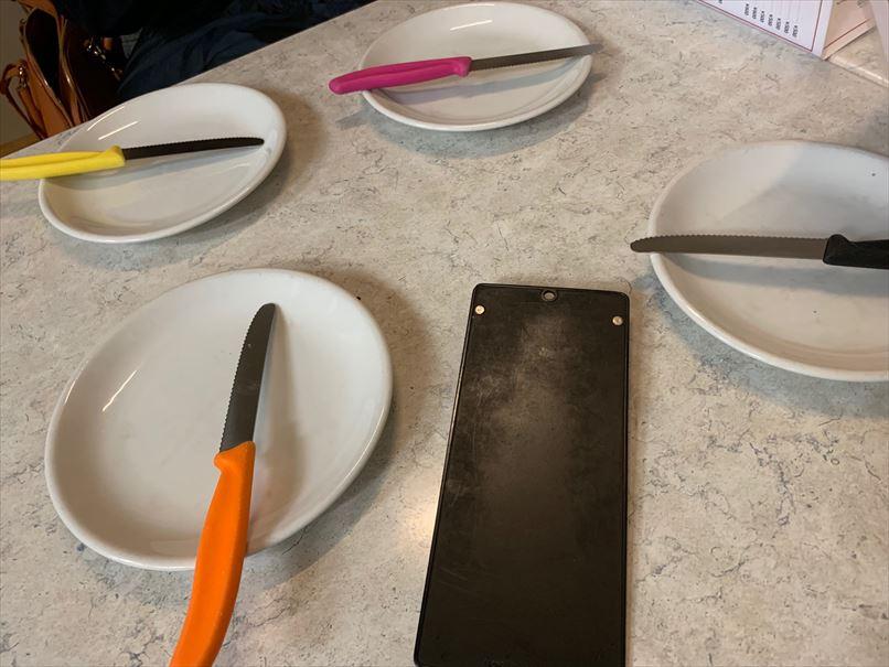 中目黒ダイーサの店内とビクトリノックスのナイフ
