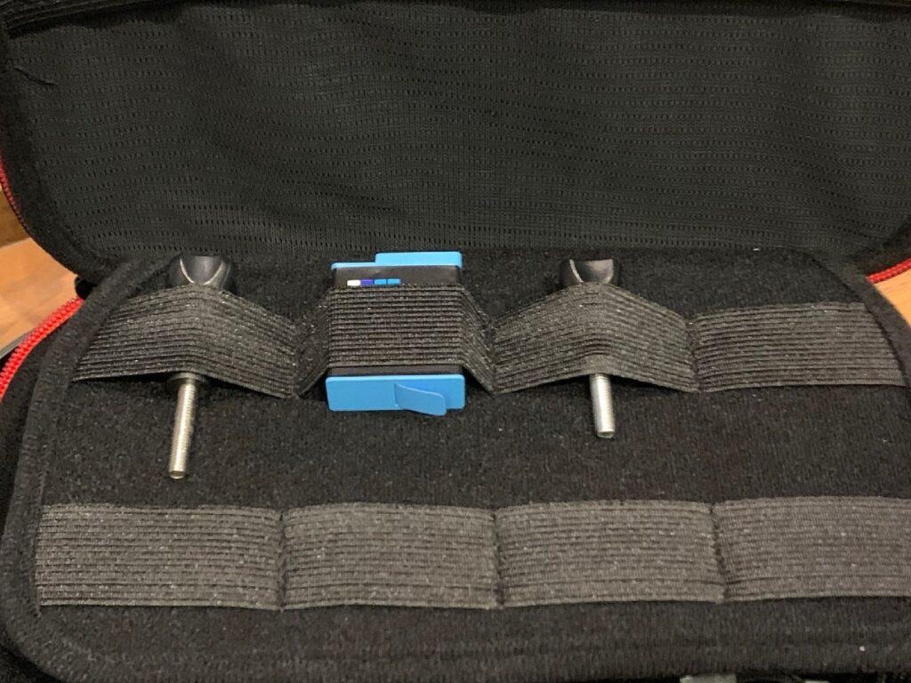 ケース内は2重になっていてアタッチメントやバッテリーも保持可能